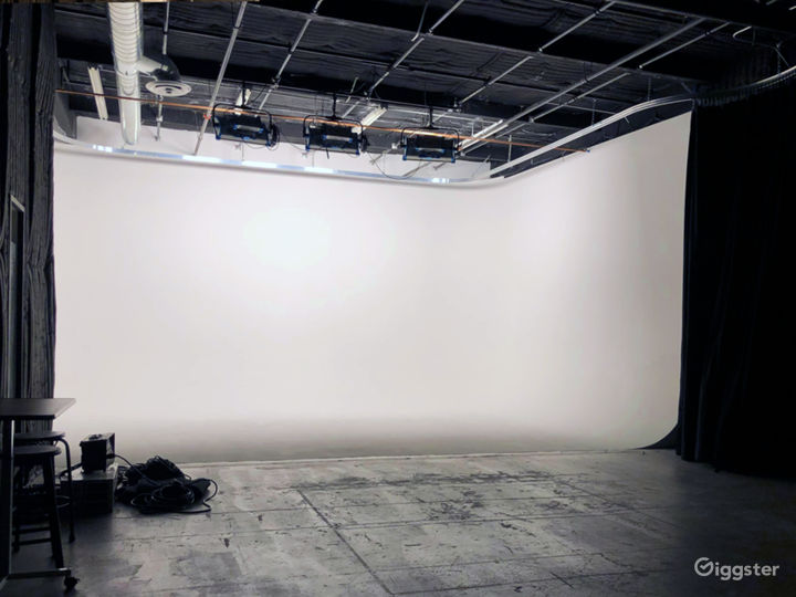 Stylish & Trendy 3-Wall RGB Cyc  Photo 2
