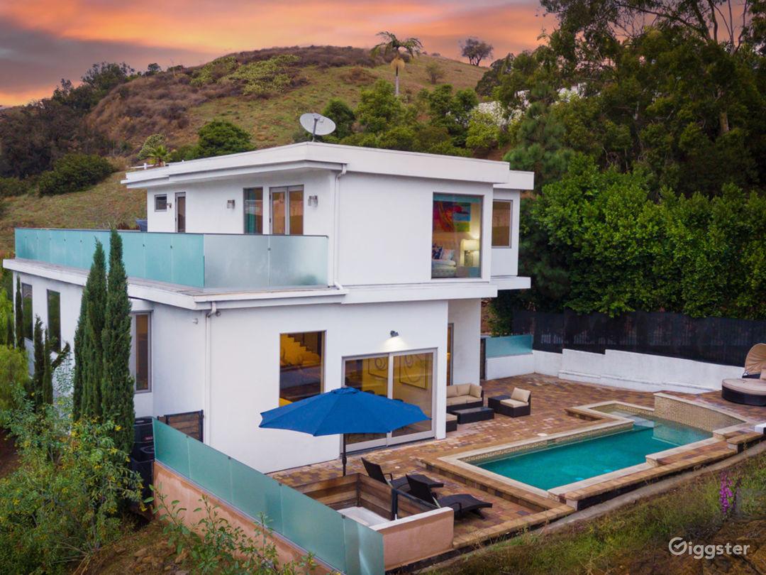 Bright Modern Home W Huge Balcony  Photo 1