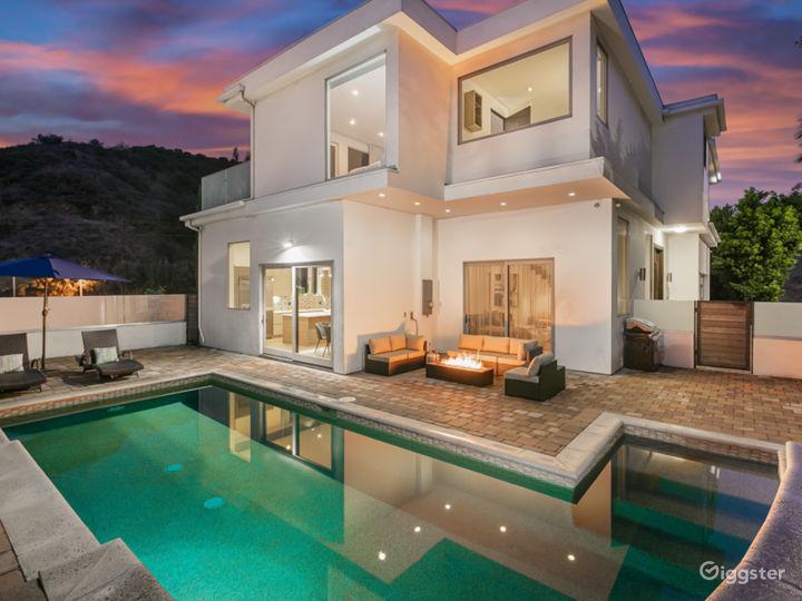 Bright Modern Home W Huge Balcony  Photo 3