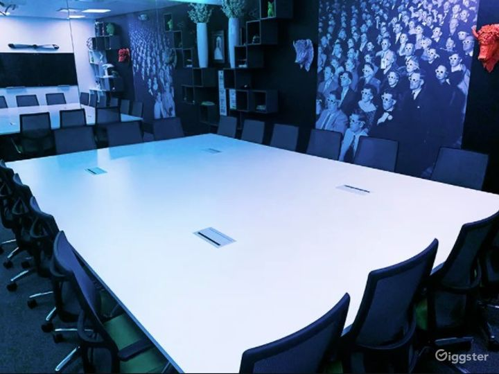 Creative Event Space with Vibrant Lighting Photo 3