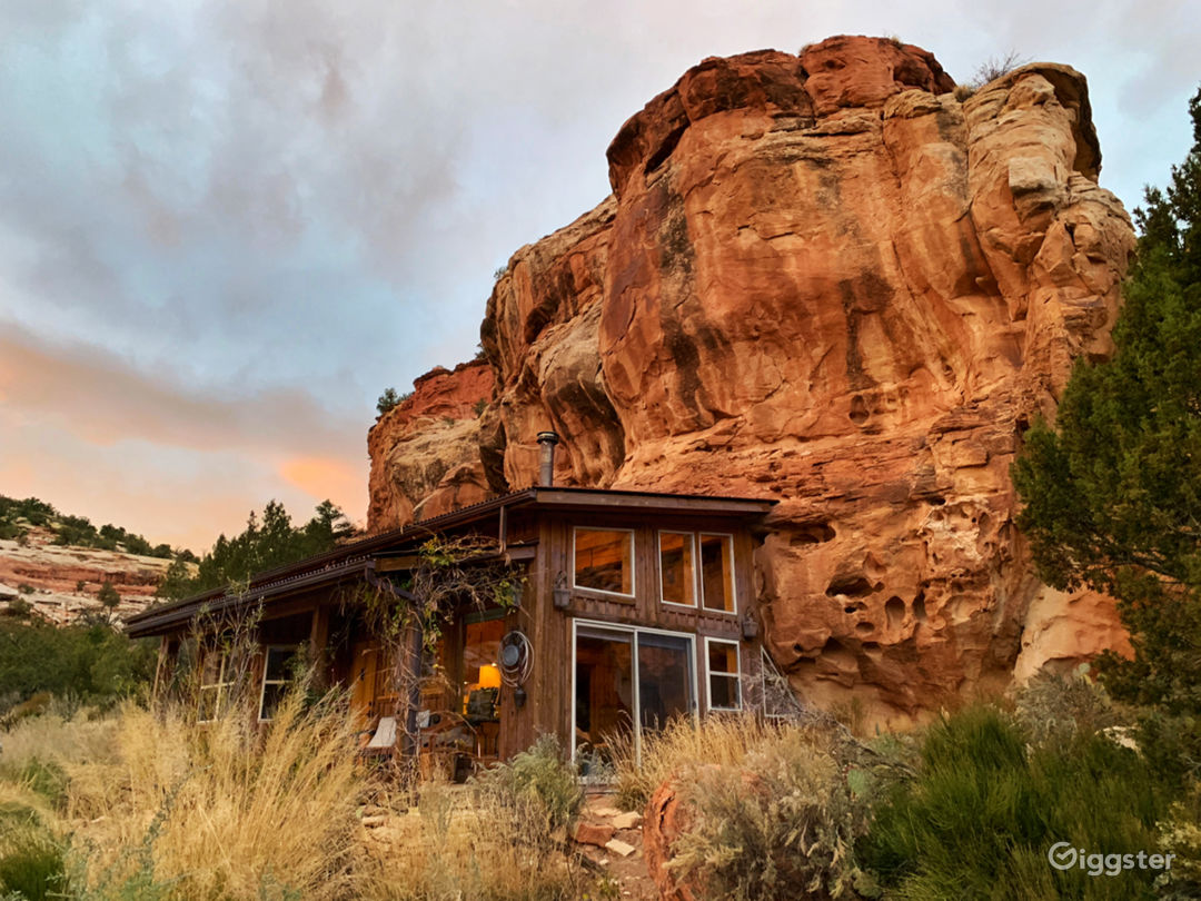 House built into red rock face with sweeping views Photo 1