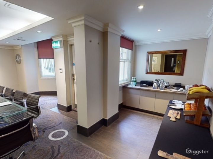 Intimate Private Room 3 in Cromwell Road, London Photo 2