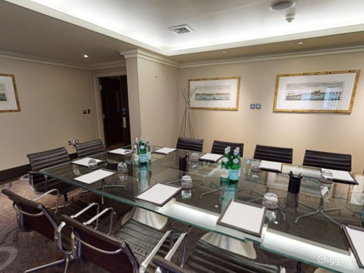 Intimate Private Room 3 in Cromwell Road, London Photo 4