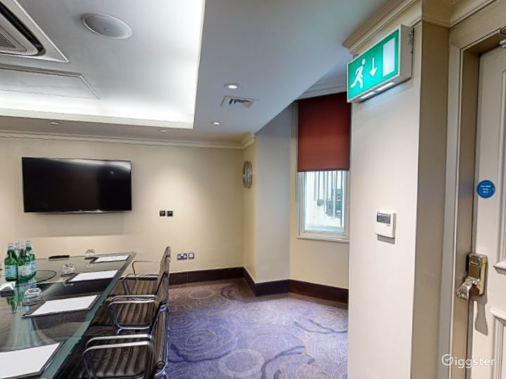 Intimate Private Room 3 in Cromwell Road, London Photo 3
