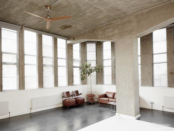 Gorgeous Naturally Lit Studio in London Photo 4