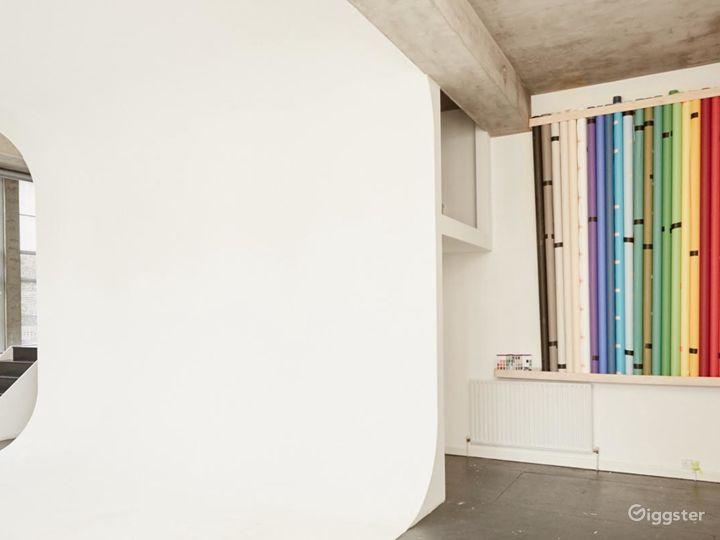 Gorgeous Naturally Lit Studio in London Photo 3
