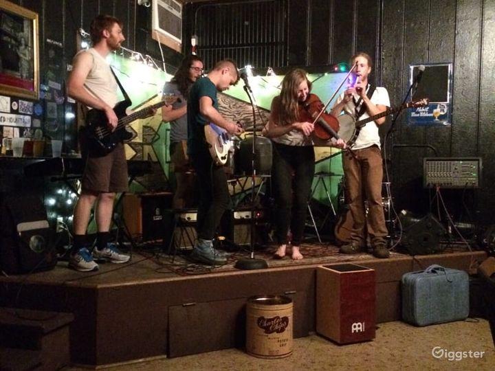 Laid-back Bar in Milwaukee Photo 3