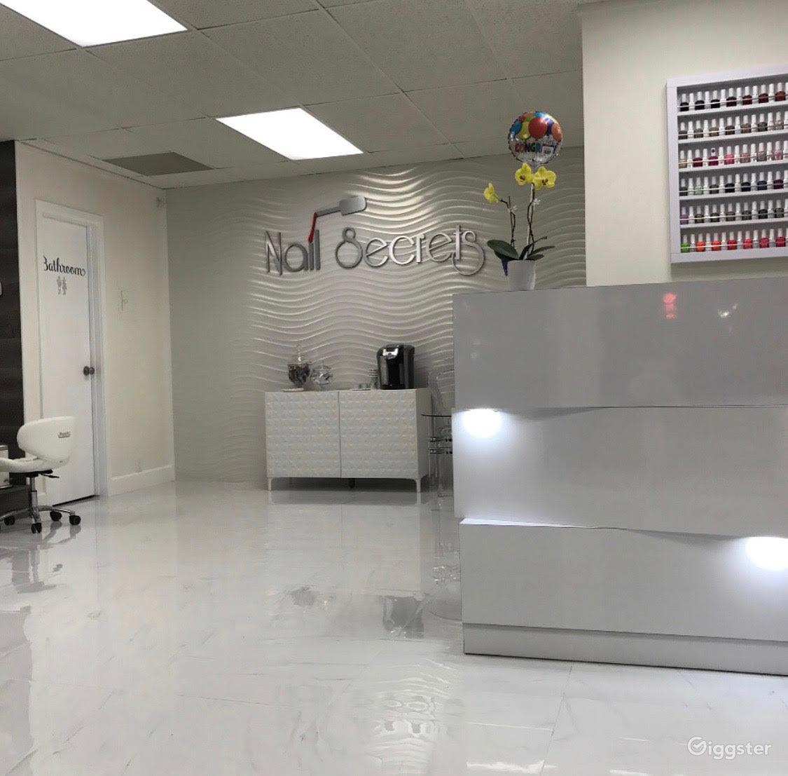 Modern Nail Salon