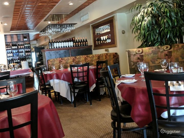 Classic Dining Space for Weddings in Bloomington Photo 2