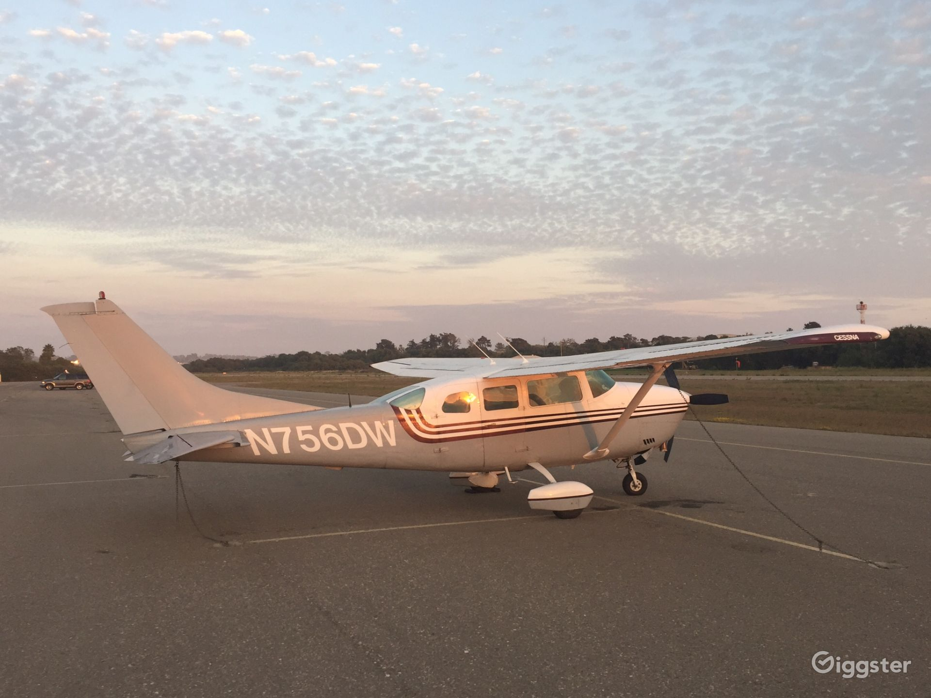 1977 CESSNA TU206G with private airfield and pilot Photo 1