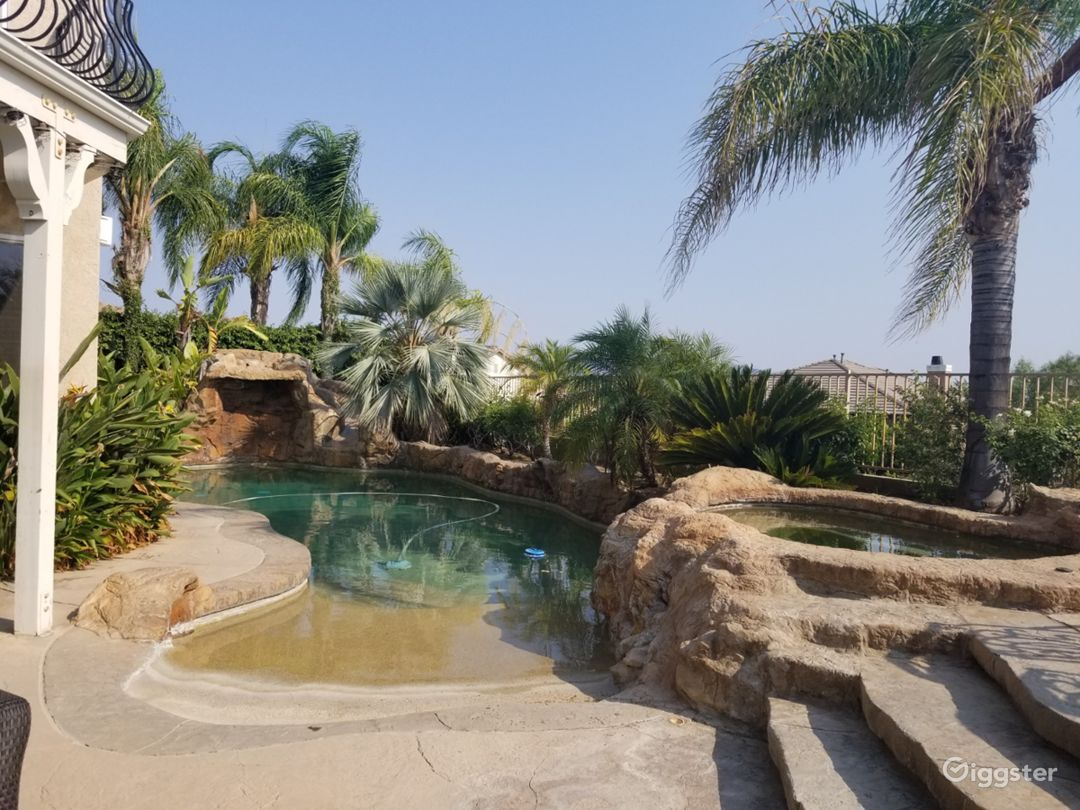 Santa Clarita Entertaining Floorplan/Tropical Yard Photo 3