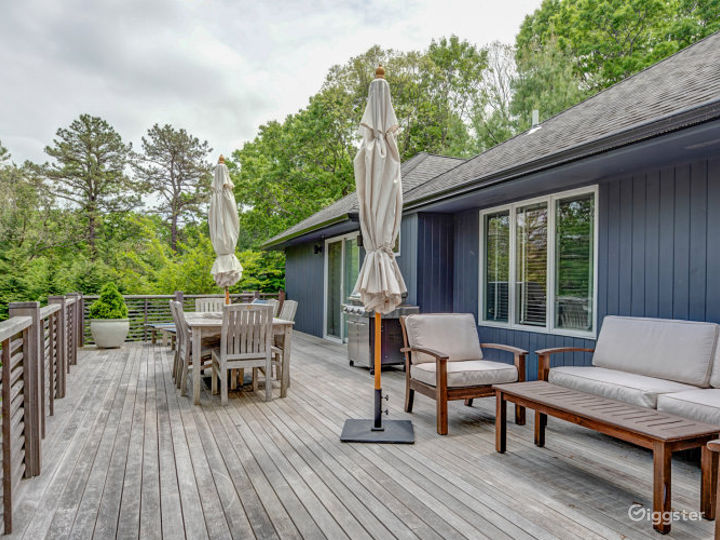 Modern East Hampton Oasis Photo 3