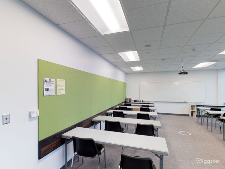 Well-quipped Classroom in Portland Photo 2