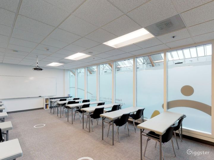 Well-quipped Classroom in Portland Photo 3