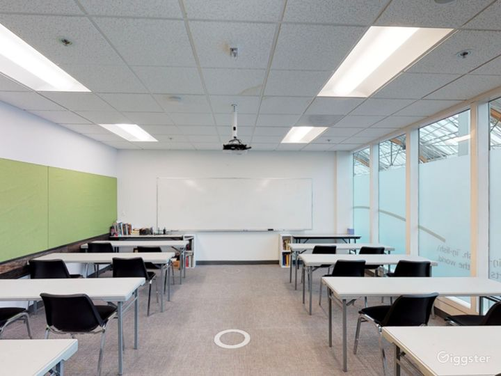 Well-quipped Classroom in Portland Photo 4