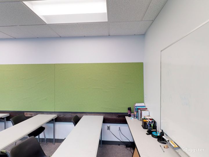 Well-quipped Classroom in Portland Photo 5