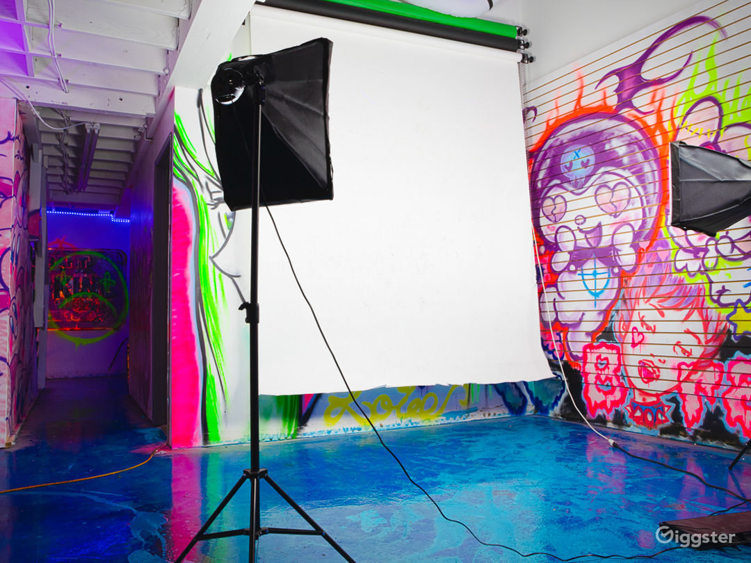 Downtown fantasy factory with crazy led lights Photo 1