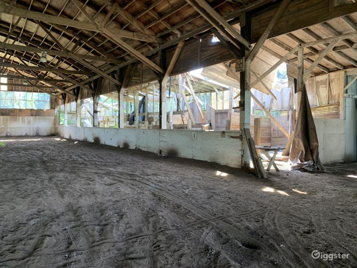 Historic 27 Stall Stables and Huge Indoor arena Photo 2