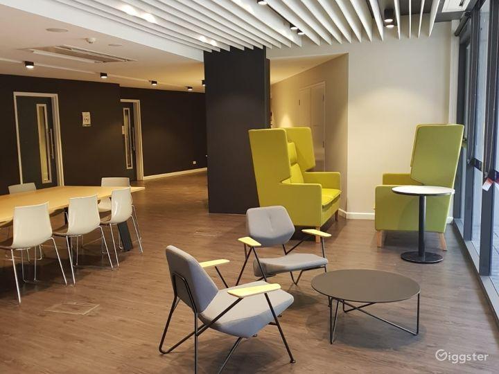 Modern Tutorial Rooms in Newtown Photo 5