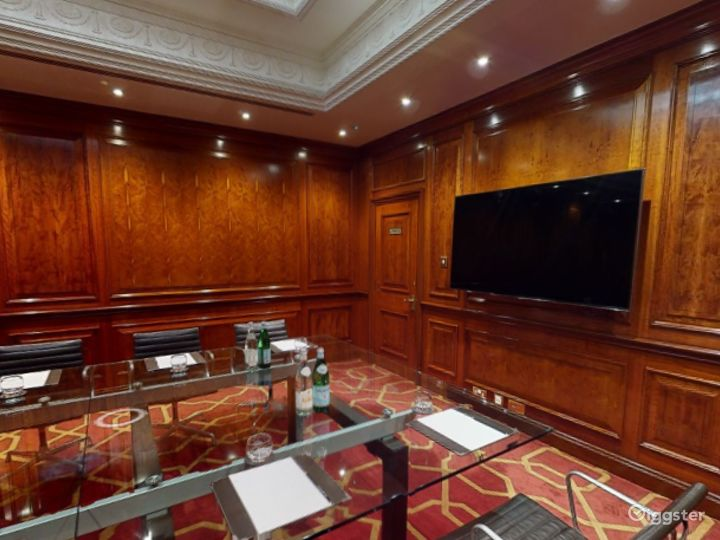 Polished Private Room 31 in London, Heathrow Photo 5