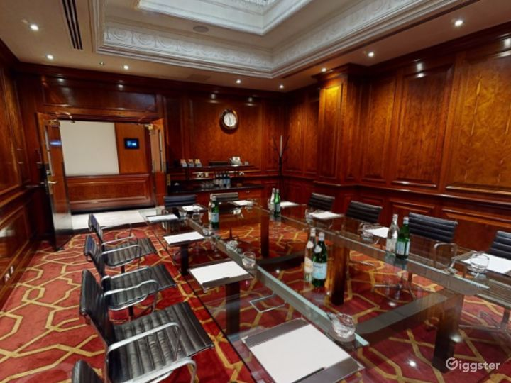 Polished Private Room 31 in London, Heathrow Photo 4