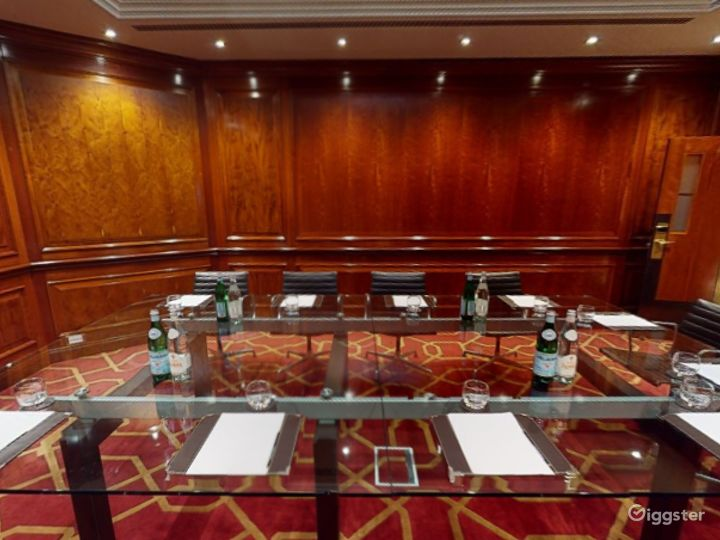 Polished Private Room 31 in London, Heathrow Photo 3