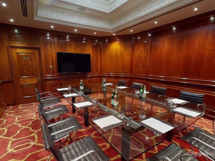Polished Private Room 31 in London, Heathrow Photo 2