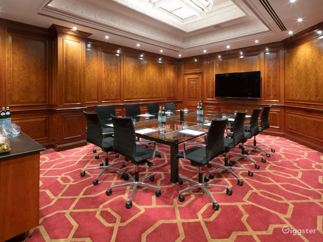 Polished Private Room 31 in London, Heathrow Photo 1