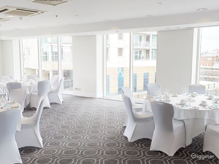 Bright Roald Suite in Cardiff Photo 4
