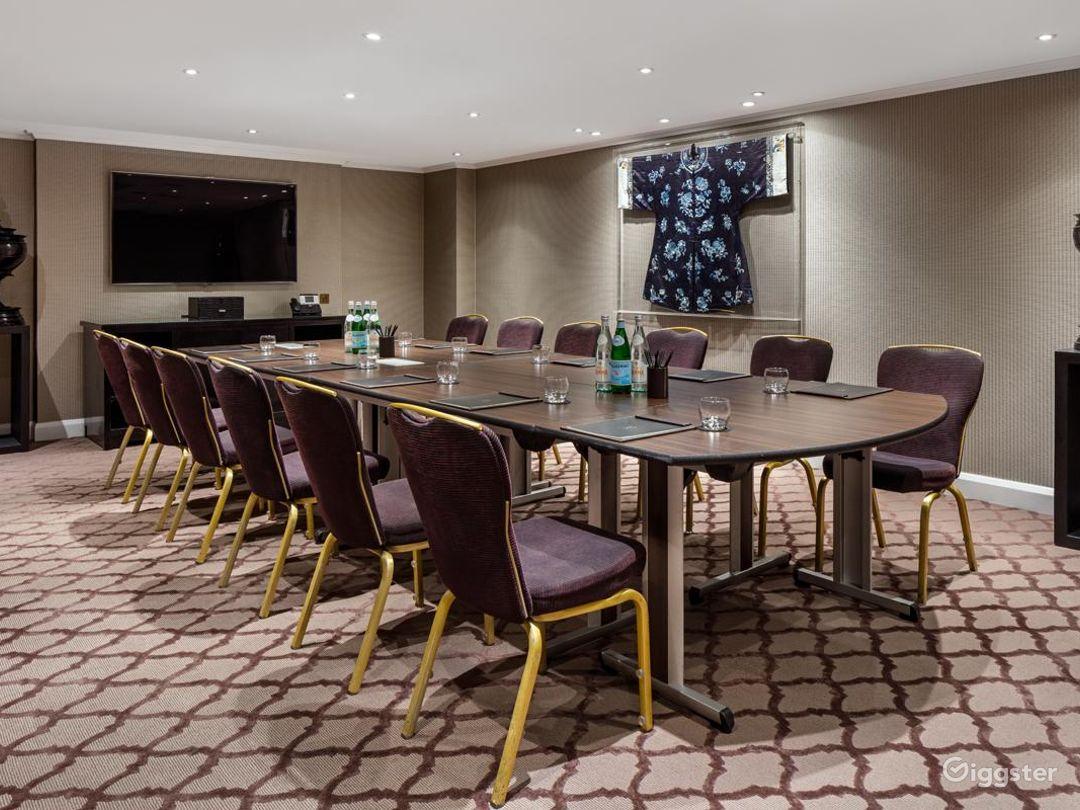 Elegant Private Suite 5 in Mayfair, London Photo 1