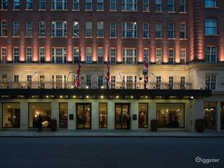 Elegant Private Suite 5 in Mayfair, London Photo 4