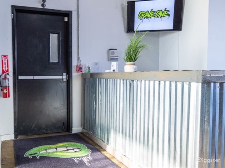Dance & Fitness Studio with Rooftop Access & Panoramic City View Photo 3