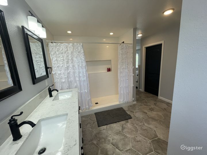 Master suite upstairs bathroom