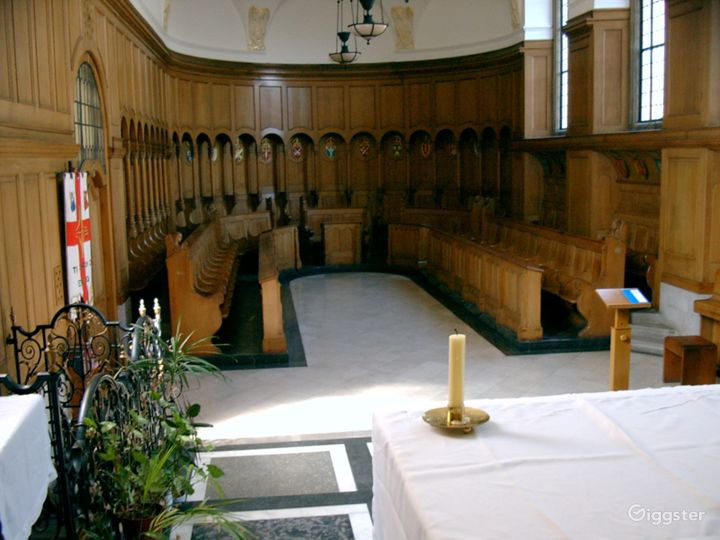 Vintage Chapel in London Photo 3