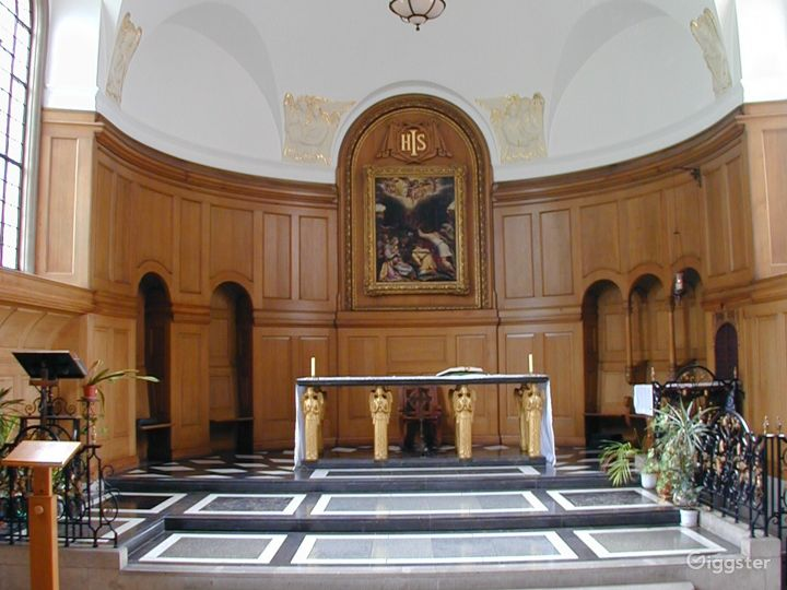 Vintage Chapel in London Photo 2