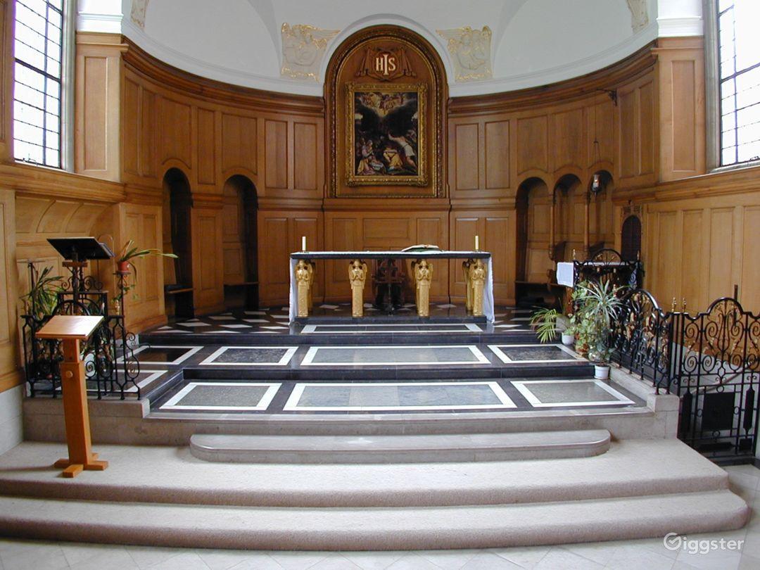 Vintage Chapel in London Photo 1
