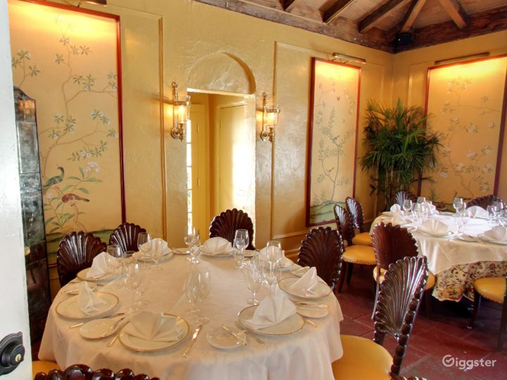Warm and Cozy Private Dining Space in Palm Beach Photo 4