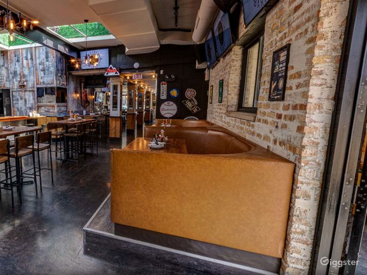 Pleasant and Cozy Location in Chicago  (Back Bar)Back bar)  Photo 5