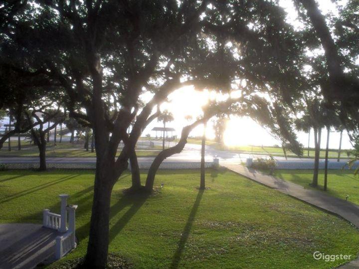 Outdoor Riverfront Lawn Venue Photo 5