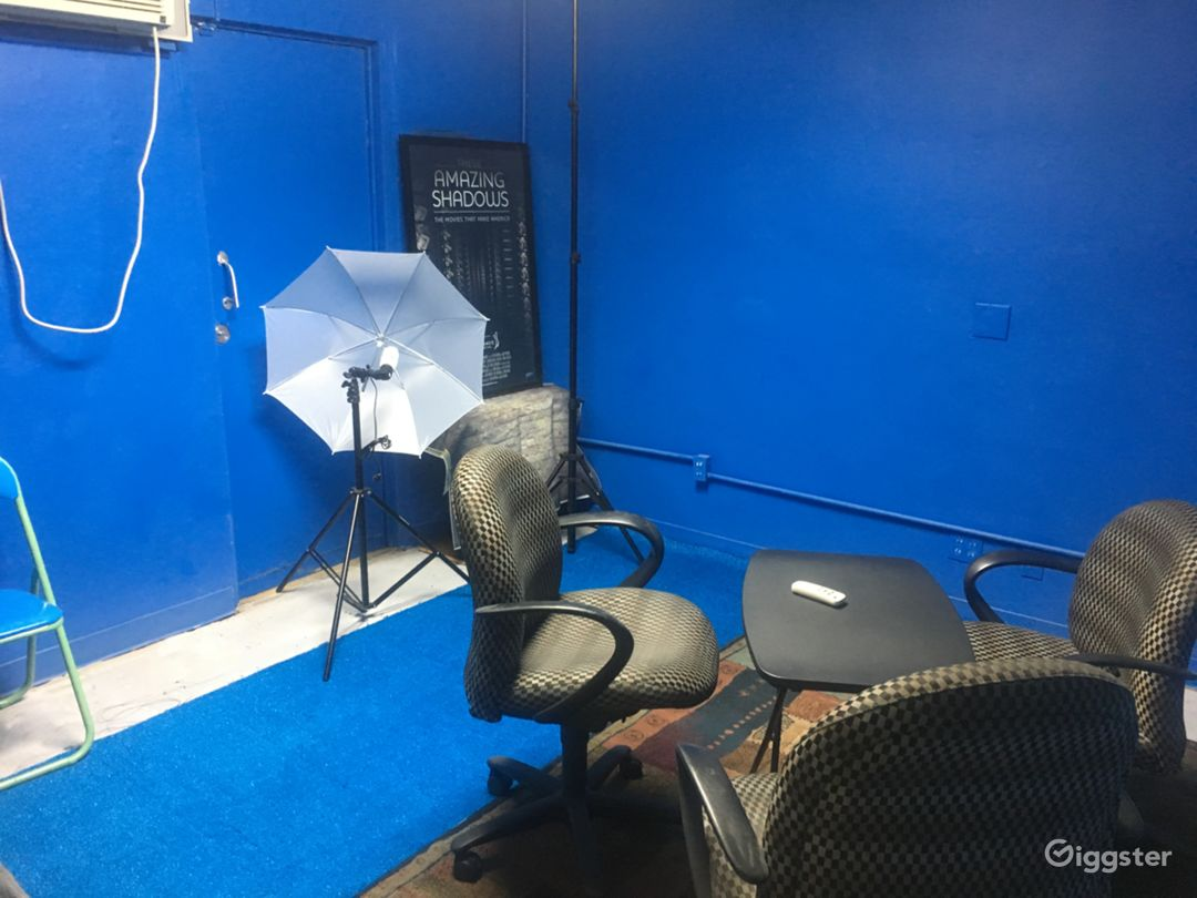 Co-Working. Blue Screen Walls and other backdrops.