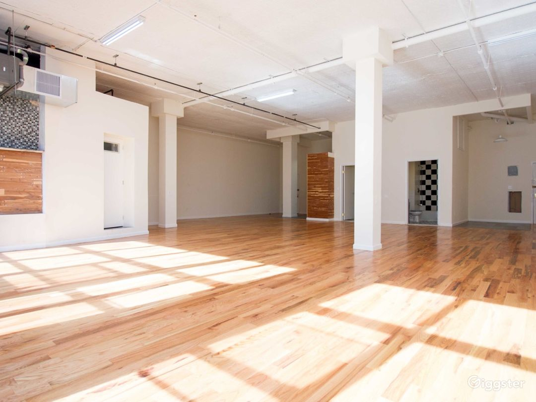 Huge 1900 sq for Loft + Editing Booth- 1bl from L  Photo 4