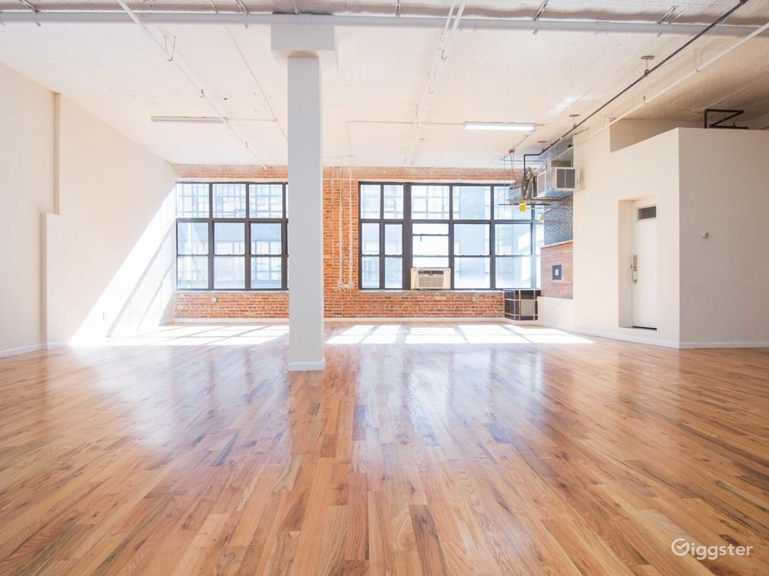 Huge 1900 sq for Loft + Editing Booth- 1bl from L  Photo 1