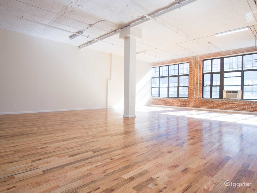 Huge 1900 sq for Loft + Editing Booth- 1bl from L  Photo 2