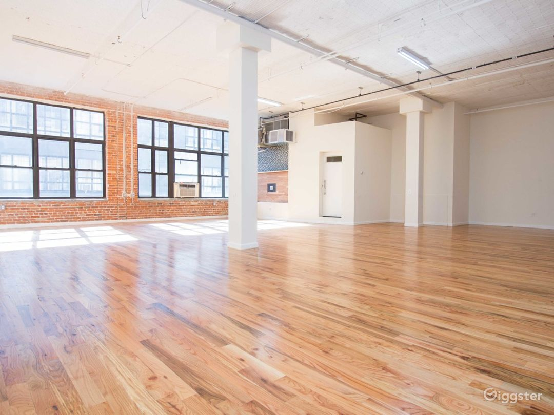 Huge 1900 sq for Loft + Editing Booth- 1bl from L  Photo 3