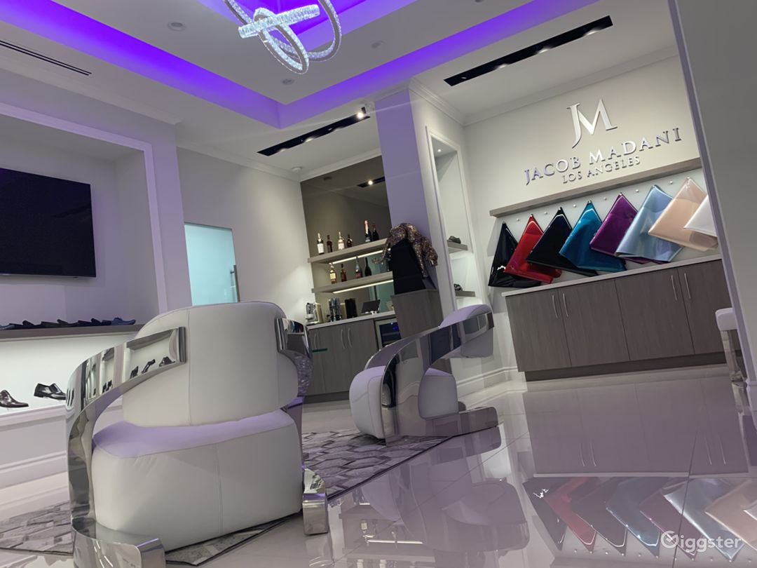 Luxury Footwear Showroom/Boutique Photo 2