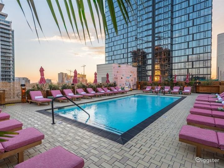 Hotel Rooftop Pool and Lounge Photo 2