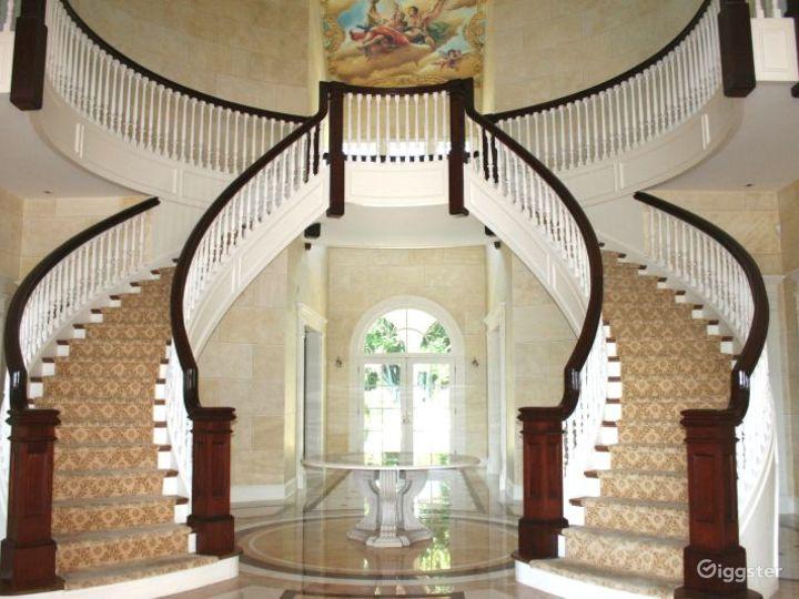 Villa style mansion: Location 5009 Photo 3