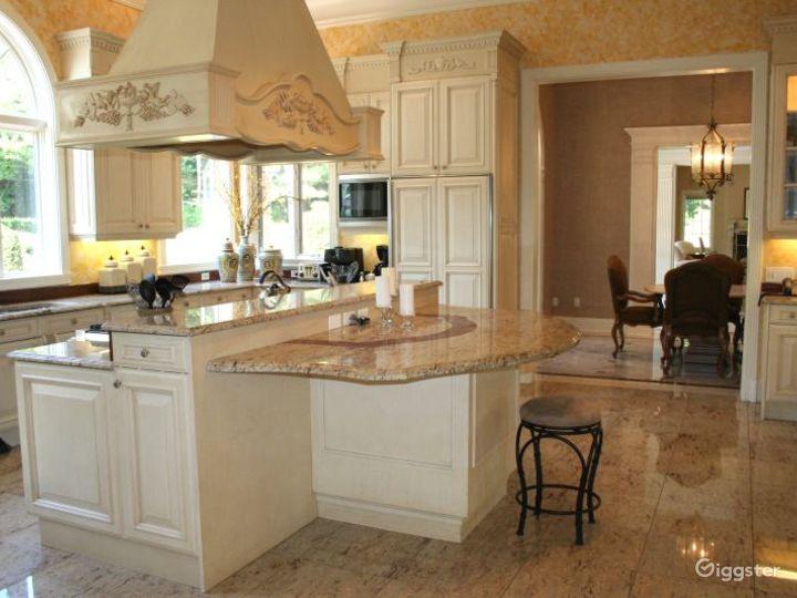Villa style mansion: Location 5009 Photo 2