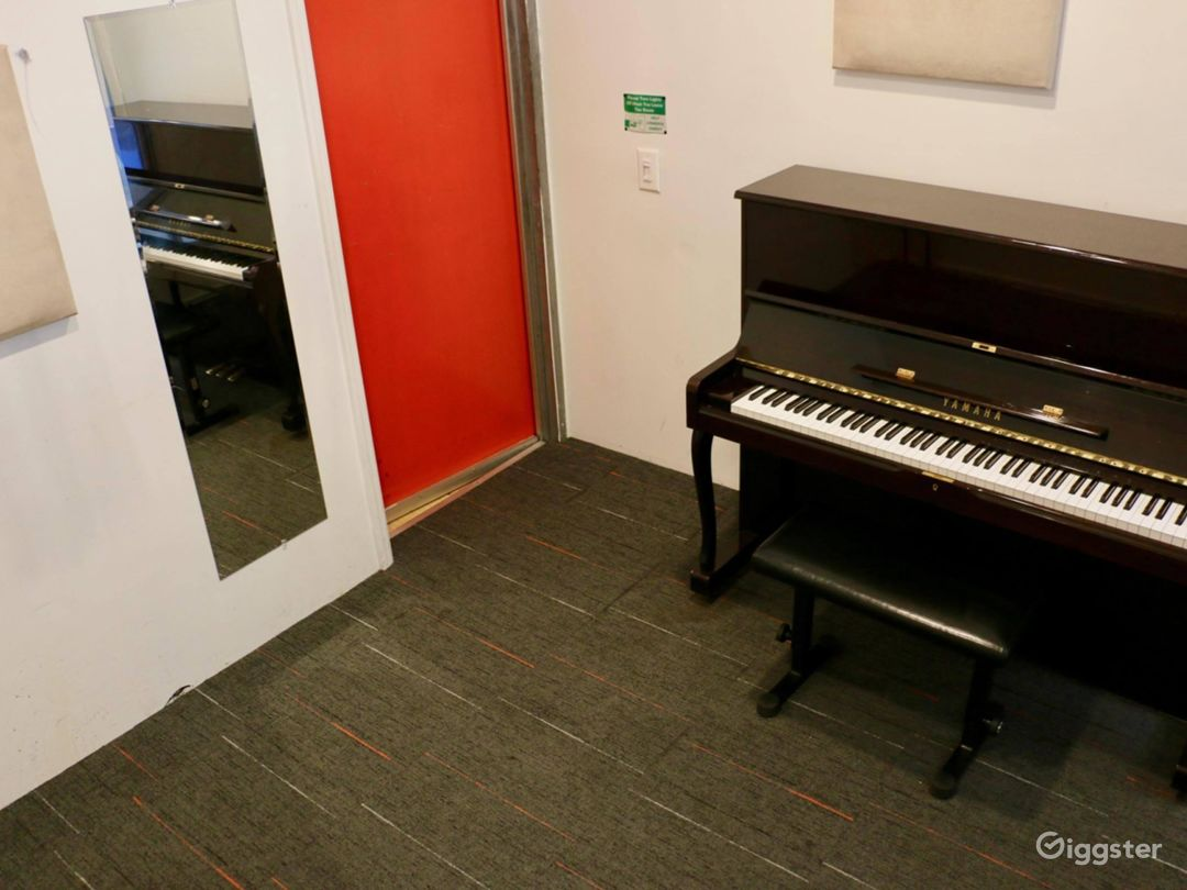 Compact Studio in NY Photo 1
