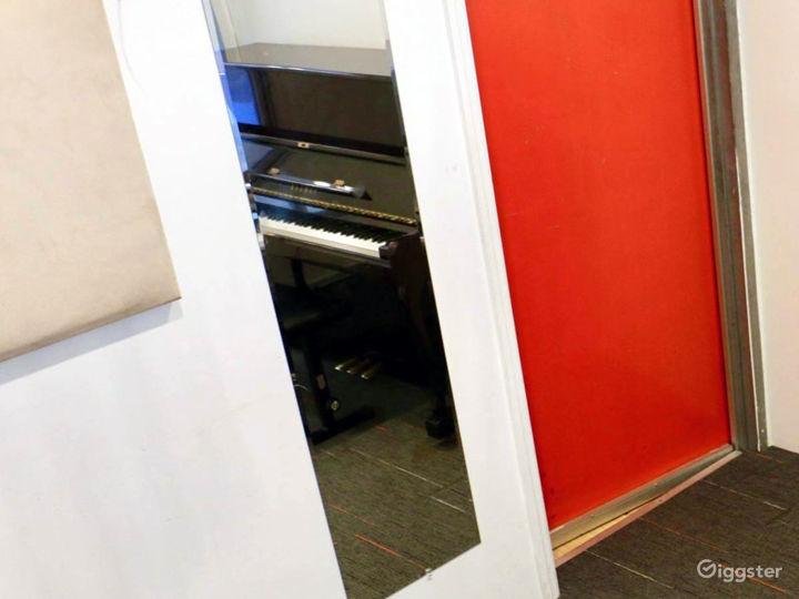 Compact Studio in NY Photo 3